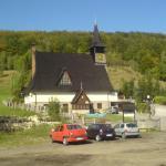 Przed kościołem w Jagniątkowie.