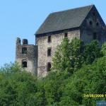 Zamek Świny widok z drogi w kierunku Jawora